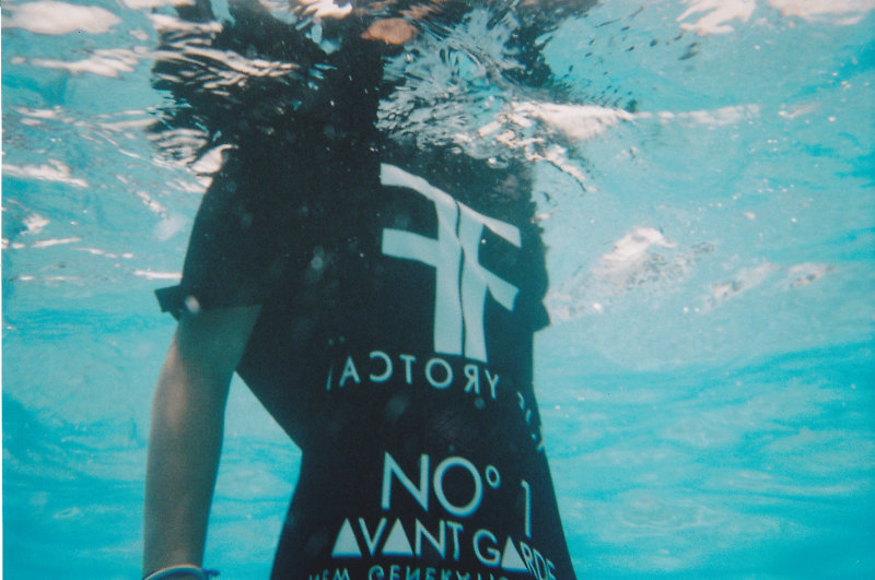 factoryfox_t-shirt_underwater_shoot